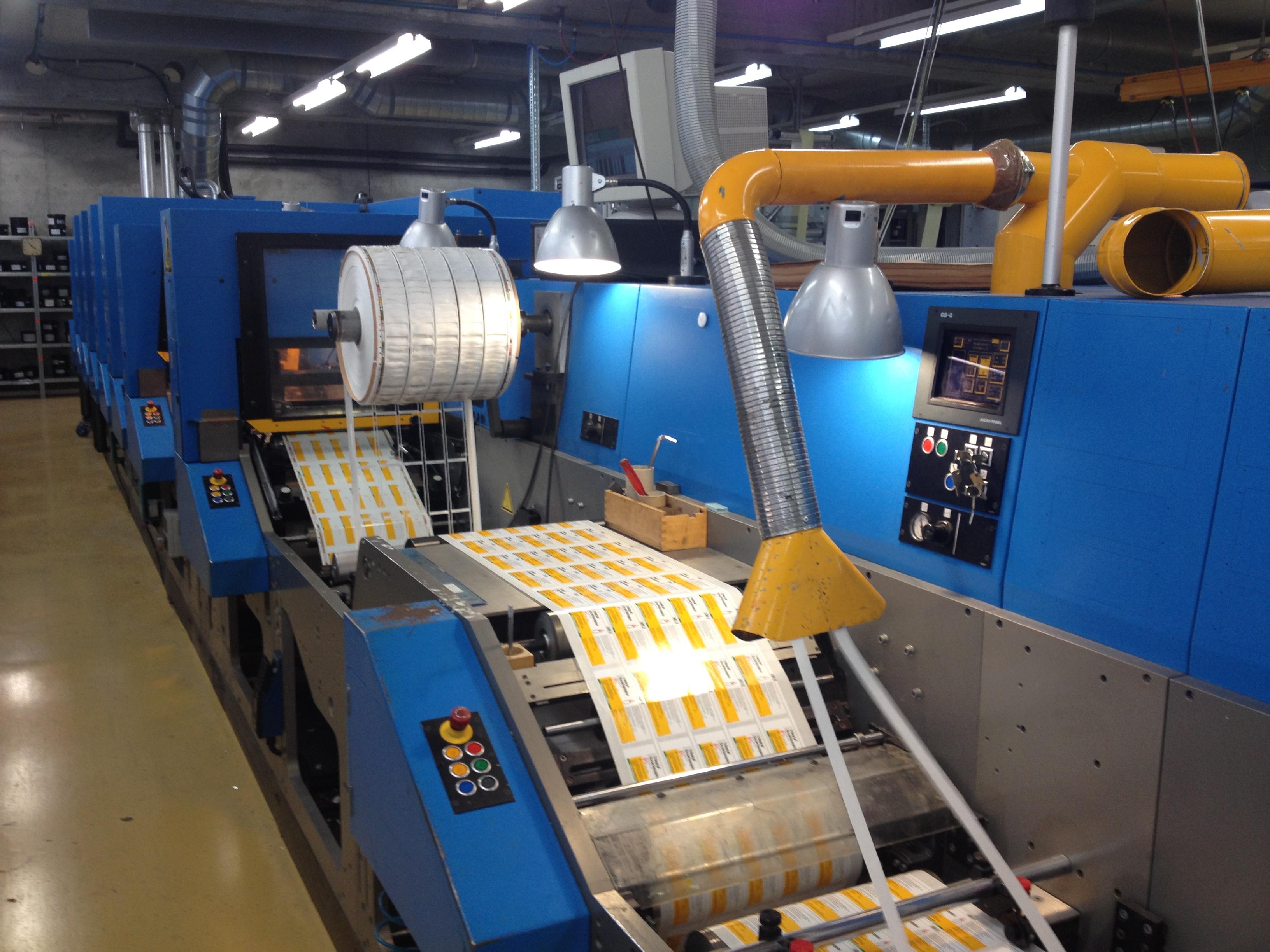 Ilma Druckmaschine um farbige Etiketten zu produzieren