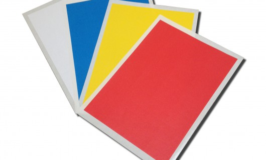 A4 Bogen mit Etiketten